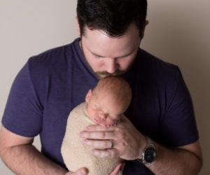Best doula in Tucson photo of dad with newborn